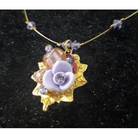 Collier violet fleur